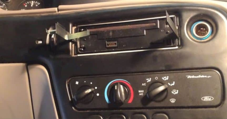 using keys to remove car stereo